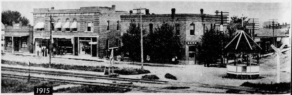 A street scene in St. James, Missouri, in 1915. (St. Louis Post-Dispatch, 1957)
